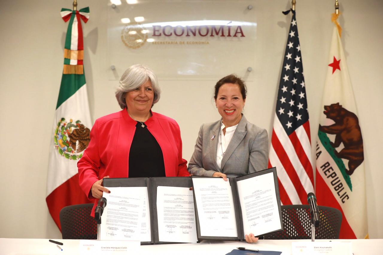 Graciela Márquez Colín, Mexico's Secretary of Economy, and Lt. Governor Eleni Kounalakis sign an MO
