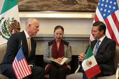 Governor Brown meets privately with President Enrique Peña Nieto (R).