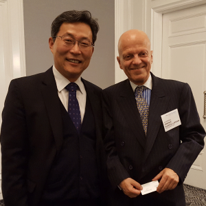 South Korean Consul Kwangju Kim, Chilean Consul General Enrique Barriga Larrain